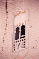 199909 Yemen Hadramaut (73) Tarim (Nikobo3) Tags: asia orientemedio arábiga arabia penínsulaarábiga yemen hadramaut desierto desiertoramlatassabatayn culturas travel viajes fujicolorsuperia100iso película nikobo joségarcíacobo urban street nikon nikonf70 f70 sigma70300456 tarim