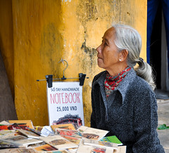 25,000 VND (Valdy71) Tags: hoian vietnam viaggi travel people valdy nikon portrait color