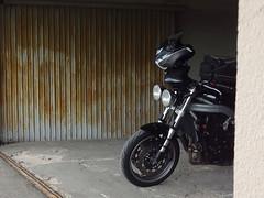 Lurking - in EXPLORE! (Rob de Hero) Tags: vogesen elsass vosges alsace motorrad motorcycle speedtriple triumph triumphspeedtriple motorradtour bike biketour motorcycletrip motorcyclejourney motorbike triple france frankreich 955i t509 speed explore hohrodberg hohrod garage