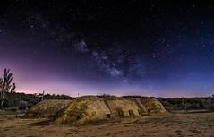 Bajo las estrellas. (Amparo Hervella) Tags: colmenardelarroyo comunidaddemadrid españa spain bunker noche nocturna paisaje estrella víaláctea largaexposición lightpainting d7000 nikon nikond7000 comunidadespañola