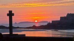 Sunset - 5 (schreibtnix on 'n off) Tags: reisen travelling europa europe frankreich france bretagne brittany breizh saintmalo strand beach horizont horizon gegenlicht backlight sonnenuntergang sunset olympuse5 schreibtnix