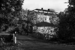 Sjundby castle (ahayha) Tags: pentaxmesuper 50mm film fomapan100 r09 sjundby siuntio