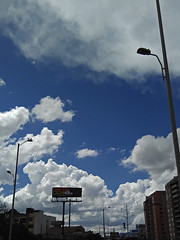 No. 1510- 16 de julio/17 (s_manrique) Tags: cielo nubes valla postes