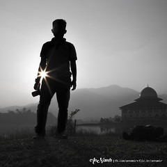 Silueta Del Fotógrafo | B&W (AnNamir™ c[_]) Tags: annamir annamir2u silueta silhouette nature sunrise malaysia visithuluselangor2017 islam kualakubu darulquranjakim tasikhuffaz canon 5dmk3 bnw blackwhite