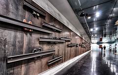 Dante 2 (isnogud_CT) Tags: dante schuh statione bahnhof ubahn linea1 underground neapel italien