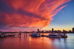 On Fire (yiming1218) Tags: 大稻埕 大稻埕碼頭 火燒雲 landscape eveningglow red sky redsky 風景 台北 台灣 taipei taiwan dadaocheng wharf sunset ilce7rm2 sony loxia2821 carlzeiss loxia loxia21 21mm f28 zeiss a7rm2 fe 夕陽 a7r2 cityscape city