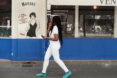 Miss Tic 107-2017 ( serie walkers ) (Kairos !) Tags: walker walkers walk walking city urban street streetwalk streetphotography streetphotographer streetview fujifilm fujixt20