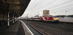 91121 Retford 11/07/2017 (Flash_3939) Tags: 91121 bn07 82204 class91 electric locomotive virgin virgintrains 1s27 retford ret station ecml eastcoastmainline rain fone rail railway train uk july 2017