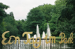A walk in the park ... (alf sigaro) Tags: leica leicac1 c1 bochum stadtpark