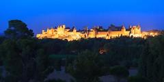 En attendant le feu d'artifice. (Gycessé) Tags: carcassonne aude languedocroussillon france citémédiévale ciel crépuscule heurebleue bluehour