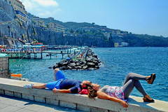 Any place is a good place... (gerard eder) Tags: beach strand playa people peopleoftheworld world travel reise viajes europa europe italy italia italien campania sorrento harbour harbor hafen puerto wasser water seascape sea mediterraneo mediterranean mediterraneansea mittelmeer outdoor