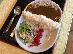Shuparo Dam Curry (sjrankin) Tags: 24july2017 edited food yubari hokkaido japan dinner meal restaurant yuparoonsen yuparonoyu curry shuparodamcurry tsukimono rice sausage