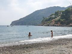 Mother and child (Micheo) Tags: spain playa mediterraneansea mediterraneo beach agua azul laherradura cerrogordo mother madre niño kid child boy