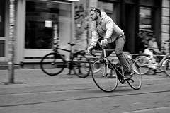 turn (O.Krüger) Tags: hannover hannoverlinden niedersachsen germany deutschland fahrrad bike streetphotography sw schwarzweis socialdocumentary streetlife bw bianconero blackwhite urban monochrom peopleinthecity people personen