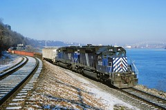 IMRL 218 #233 Dubuque, Iowa 12-08-98 (jackdk) Tags: train railroad railway mrl imrl rail link raillink sd40 sd402 bn burlingtonnorthern cs mississippiriver mississippi dubuque dubuqueiowa illinoisraillink emd emdsd40 emdsd402 freighttrain freight frost heavyfrost