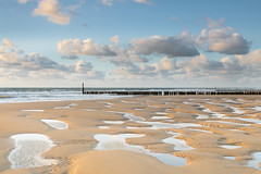 Structures at golden hour! (karindebruin) Tags: 12072017 westkapelle beach breakwater clouds coast dutch nederland zee sea leefilters netherlands golfbreker holland kust lucht landscape landschap noordzee northsea nd 06 hard grad strand sky sand water wolken zand zeeland goudenuurtje goldenhour
