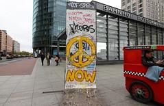 Berlín_0066 (Joanbrebo) Tags: berlin alemania de tiergarten potsdamerplatz cityscape streetscenes street calles carrers gent gente people peopleandpaths canoneos80d eosd autofocus efs1018mmf4556isstm pintadas murales murals streetart grafitis