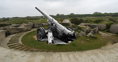 Canon 155mm pointe du Hoc 1944/2017 (Falcon_33) Tags: rangers fortlewis pointeduhoc 2ndrangerbattalion usa usarmy 75thrangerregiment canon155mmgpf france wwii war secondeguerre normandie plage dday73 6juin1944 memory commémoration