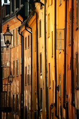 Prästgatan (*Kicki*) Tags: summer light gamlastan prästgatan stockholm sweden oldtown houses city cityscape windows