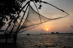 Sunset in Kochi, Índia (renataml) Tags: gandhi beach sunset atardecer kochi cochin india asia pordosol mar sea