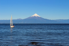 Osorno Volcano (alejandro krok) Tags: lake blue sun sur south chile sudamerica america velero sail water nature people volcano white joy