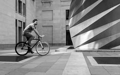 Black and white bike (Julien Rode) Tags: bike city lacity london londres lumière nb personnage portfolio rue street urban ville vélo