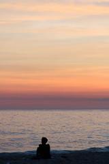 Praia de Ipanema (Johnny Photofucker) Tags: riodejaneiro rj ipanema praia beach playa spiaggia sunset pôrdosol entardecer tramonto silhueta silhouette brasil brazil brasile 70200mm mar mare sea céu sky cielo solidão solitude solitudine loneliness