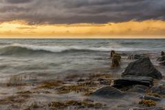 Unruhige Ostsee (rahe.johannes) Tags: ostsee schleswigholstein bülk steine brandung welle sonnenuntergang