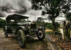 O velho carro (edutango) Tags: old 32 e33 fv2