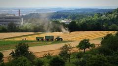 Das Wetter bestimmt den Arbeits- Rythmus - Harvesting corn for bread - Tü-Korn (eagle1effi) Tags: d g7 g7xii waldhausen tübingen johndeere tractor harvester mähdrescher ernte harvest 2017 juli canonpowershotg7xmarkii