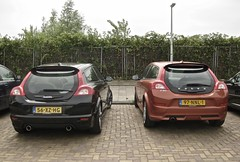Two Generations C30 Rear (ClassicsOnTheStreet) Tags: 97nnl1 volvo c30 coupé hatchback 16 2010 56xzhg 20 2007 volvoc30 coupe duo couple tweetal twins voiture pkw gespot spotted carspot amsterdam amsterdamnoord noord papaverweg 2015 straatfoto streetphoto streetview strassenszene straatbeeld classicsonthestreet