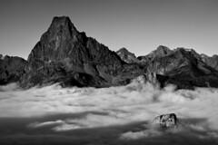Midi d'Ossau (jonlp) Tags: pirinioak pyrenees mendiak mountains paisajea landscape mididossau lanbroa blackandwhite monochrome blancoynegro monocromo natura naturaleza pirineos nature