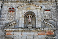 Fachada (Franco D´Albao) Tags: francodalbao dalbao nikond60 iglesia church santaliberata bayona galicia fachada facade escudos coatsofarms piedra stone