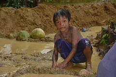 Child labour in small-scale gold mine (ILO in Asia and the Pacific) Tags: childlabour decentwork philippines mining povertyreduction everydaylifeandfamily localeconomicandruraldevelopment safetyandhealth educationskillsandtraining employment workingconditions