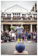 Yellow Socks (peterphotographic) Tags: img012edwm yellowsocks nikon nikonf3 f3 ©peterhall coventgarden london england uk britain fujifilm 50mm f14 prime scanned 35mm film analog candid frombehind performer acrobat crowd ball blue city cityscape urban streetphotography