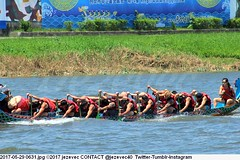 2017-05-29 0631 (Badger 23 / jezevec) Tags: 2017 20170529 dajia dragon dragonboat festival taiwan history culture travel tourism duanwufestival zhongxiaofestival 忠孝節 龍船節 龍舟節 端午节 端午節 龍舟 龙舟 龍船 龙船 taipei ֵ台北 臺北市 taipeh taןpeh ταϊπέι 타이페이 тайбэй 台北市 ტაიბეი تايبيه taibei đàibắc taipé tchajpej rowing sports boat barco шлюпка 배 ボート barca βάρκα bateau 小船 člun veneillä csónak łódź boating vessel photo picture image watersports watercraft asia tradition