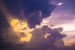 Rayon de soleil (NIHIL / Roro) Tags: rayon soleil bordeaux france violet nuages ciel coucher de nikon d5300 sunset purple clouds sky sun twilight sunlight
