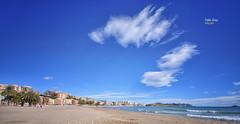 (466/17) Enorme (Pablo Arias) Tags: pabloarias photoshop photomatix nxd españa cielo nubes arquitectura playa arena agua mar mediterráneo villajoyosa alicante