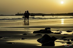 Golden sunset. (Antonio Camelo) Tags: sunset sol beach playa silueta sea mar rock roca