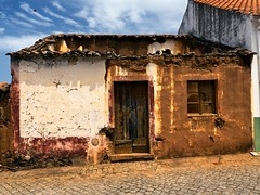 pied-à-terre ruined house, Portugal (HUNGRYGH0ST) Tags: pied terre piedàterre house small tiny ruin portugal