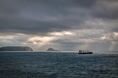 Bocana de la ría de Avilés (ccc.39) Tags: asturias avilés sanjuandenieva mar cantábrico nublado nuboso tormenta borrasca rayos barco carguero buque sea seascape sunset atardecer