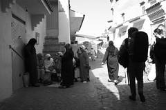 femmes (pepe amestoy) Tags: blackandwhite streetphotography people chefchaouen morocco fujifilm xe1 voigtländer color skopar 421 vm m mount