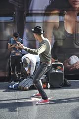 LAX TIMES. (NIKONIANO) Tags: losangeles lax street streetshot callejero urbano hollywood artistas bailarines calle personas personasenlacalle vidaenlosangeles performer performance