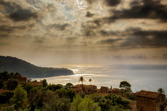 View at Lluc Alcari, Mallorca (fotobagaluten.de) Tags: mallorca llucalcari sea meer sonnenstrahlen sunbeams village dorf mallorquin mallorquinisch landscape landschaft mediterraniean spanien spain