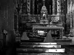 In preghiera. (luigi.lumax) Tags: preghiera chiesa church prayer suore nuns