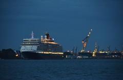 Queen Elizabeth (Hugo Sluimer) Tags: queen queenelizabeth elizabeth cunard cunardline cruiseship cruises cruise portofrotterdam haven vlaardingen