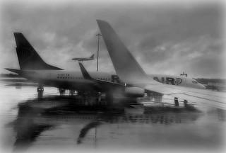 * London Heatrow Airport: aerei che vanno e che vengono * planes going and coming *