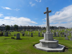 Cross of Sacrifice, Commonwealth War Graves, Trinity Cemetery, Aberdeen, July 2017 (allanmaciver) Tags: commnwealth war graves aberdeen north east coast granite cross sacrifice trinity cemetery king street july world soldiers service allanmaciver france belgium lestweforget 100