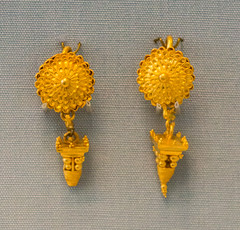 IMG_1585 (jaglazier) Tags: 2017 330bc300bc 4thcenturybc 7417 archaeologicalmuseums britishmuseum copyright2017jamesaglazier england filigree greek hellenistic jewelry july london museums pyramids rosettes smyrna urbanism archaeology art cities crafts gold goldworking granulation metalworking westminster
