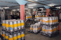 Stainless steel 20-liter kegs (Davydutchy) Tags: texel oudeschild eiland island insel île noordholland nederland netherlands niederlande paysbas texelse brouwerij brewery brauerei pivovar bier beer bière pivo cerveza beoir пиво biero bir øl μπύρα sör بيرة בִּירָה stainless steel fust keg vat barrel ton vaatje june 2017